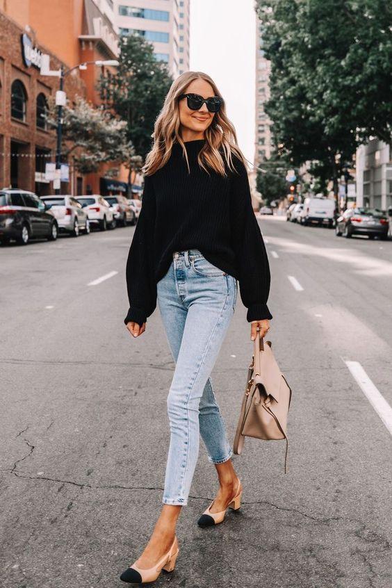 Use oversize black sweaters