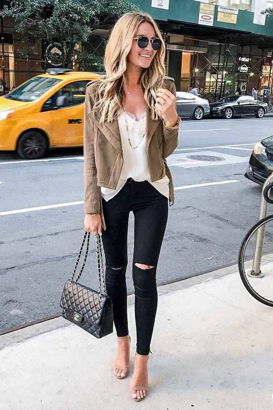If you want to lengthen your legs, wear black skinny jeans