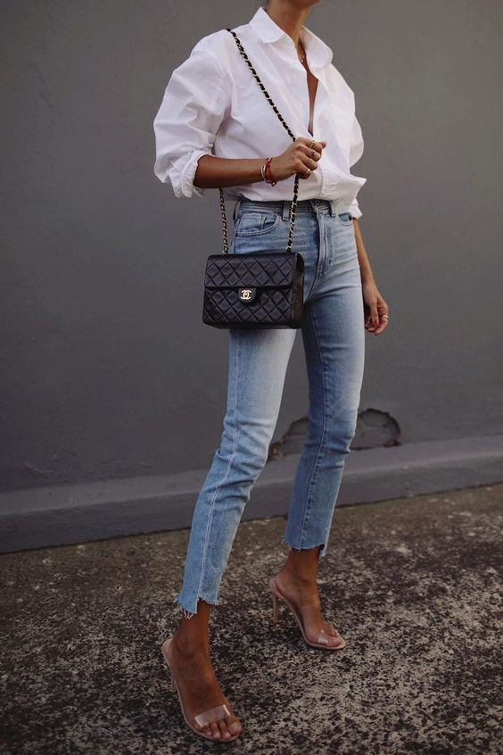 Accentuate your silhouette with skinny jeans at the waist