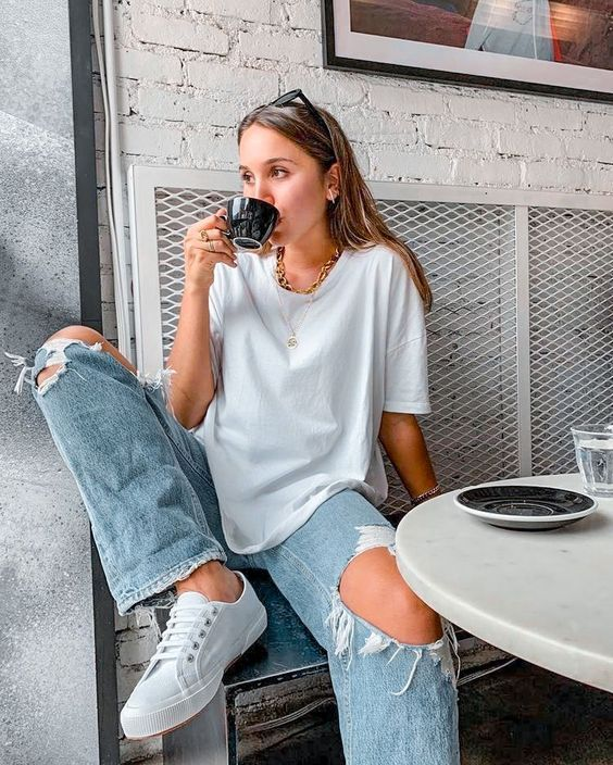 Watery T-shirt with wide leg jeans